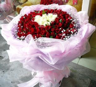 99朵红玫瑰/心心相应